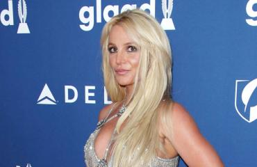 Britney Spears paloi auringossa.