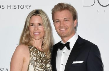 Vivian ja Nico Rosberg kuhertelivat lomalla.