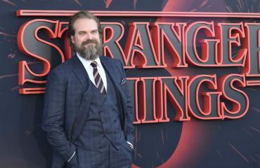 David Harbour tähdittää Stranger Things-sarjaa.