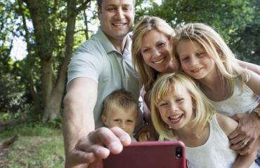 Perheen selfie meni pilalle.
