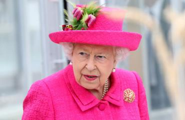 Kuningatar Elisabet on luopumassa kruunusta.