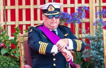 Belgian prinssi viihtyy puhelimessa.