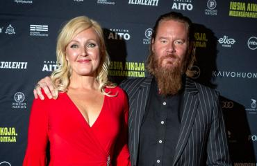 Mari Perankoski ja Jouni Hynynen lemmenlomalla.