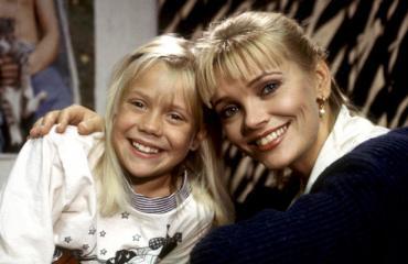 Anu Hälvä muistetaan Blondi tuli taloon -sarjasta.