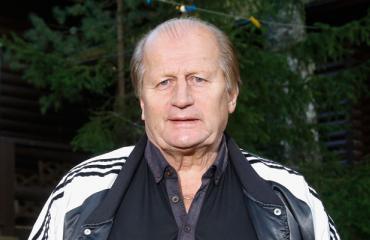 Juhani Tamminen vei Seiskan mökilleen.