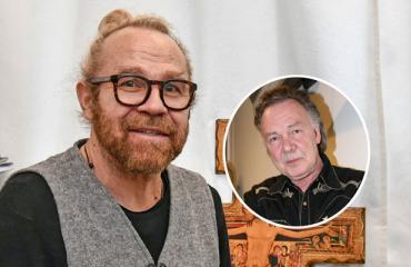 Jussi Parviainen lyttää Kari Tapion biisin sanoman.