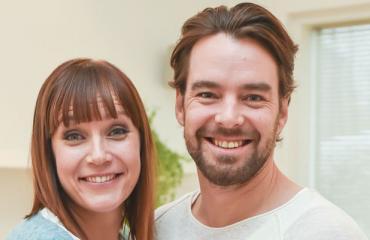 Niina Lahtinen ja Mikko Leppilampi mölysivät päiväkodin pihassa.