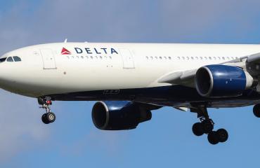 Delta palautti samaa sukupuolta olevien seksikohtaukset lennoilleen.