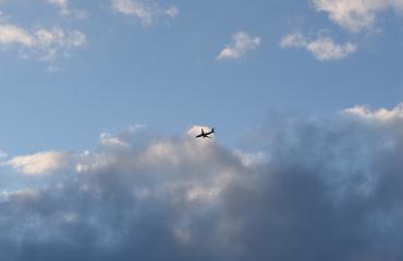 Nainen lensi.