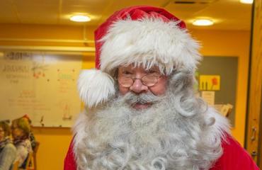 Joulupukki vieraili palvelutalossa.