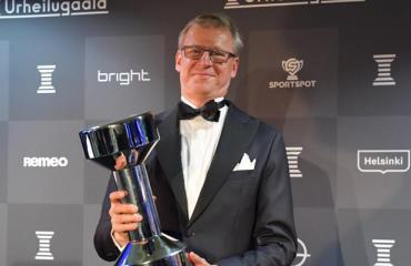 Markku Kanerva luotsaa Huuhkajia.