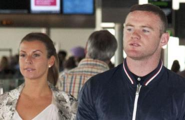 Paparazzikuvat! Vihreä tonttu isännöi Wayne Rooneyn perheen salalomaa Suomen Lapissa!