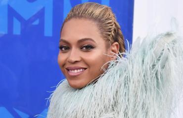 No nyt on asuja - MTV Video Music Awards -gaala tarjosi pukuviihdettä!