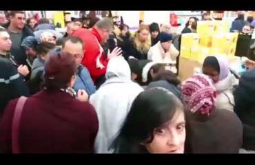 Ohhoh, millaiset Nutella-mellakat puhkesivat Ranskassa: Supermarketin asiakkaat käyttäytyvät kuin eläimet! Katso video!