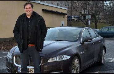 Jethro esittelee uusimman menopelinsä - autoihin palanut miljoonia!