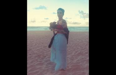 Micki Monroe, 28, meni naimisiin itsensä kanssa - asteli alttarille hiekkarannalla!