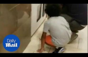 Mies laittoi taaperon varastamaan palkintoja peliautomaatista - katso video!