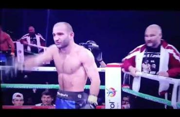Nyrkkeilymatsissa outo käänne: Nyrkkeilijä kävi valmentajansa kimppuun - katso video!