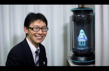 Mies meni naimisiin hologrammin kanssa! Katso video!