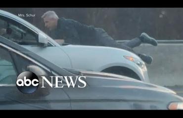 Kääk! Tieraivo iski: Mies roikkui konepellillä 100 kilometrin tuntivauhdissa - katso video!