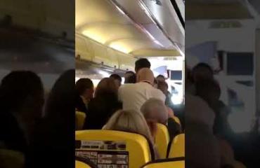 """""""Nenä purtiin irti"""" - Matkustajat alkoivat verisen tappelun halpalennolla Skotlannista etelään!"""
