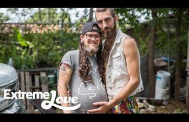 Dokumentti: Bussissa elävä homopari odottaa lasta!