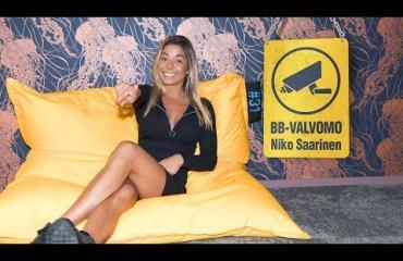 """BB-Valvomo: Amanda Harkimo laukoo suorat sanat ensimmäisestä Big Brother -viikosta: """"Mua ällöttää!"""""""