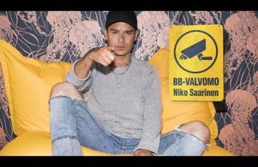 """BB-VALVOMO - Niko Saarinen tylyttää talon asukkaat ja kammoaa Jukan ja Eeviksen seksileikkejä: """"Mietin aluksi, onko ne serkuksia keskenään?"""""""