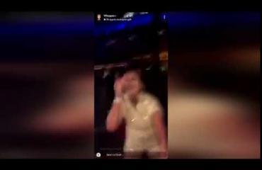 Mitä ihmettä! Dildo osui naista naamaan tanssilattialla ja ripset tuhoutuivat! Katso video!