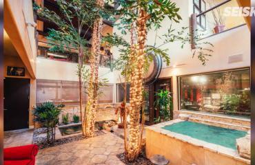 Koti on kuin jättimäinen yökerho! Kohurokkari Tommy Leen talo ei käy millään kaupaksi – kuvat!