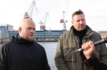 """Ex-jengiläinen Mika """"Immu"""" Ilmén ja Karhuryhmän jättänyt Harri Gustafsberg paiskasivat kättä: """"Hienoa tavata ilman konepistooleja"""""""
