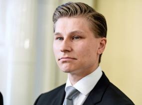 Antti Häkkäsen Henna-rakkaan sisko on missikaunotar.