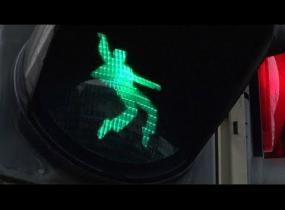 Saksalaiskaupunki sai Elvis-valot - katso video!