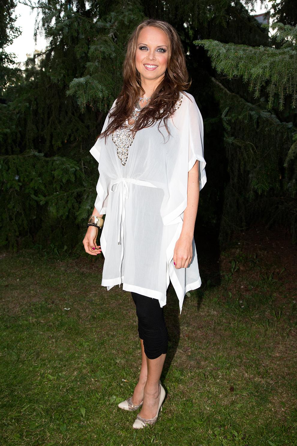 Arja Koriseva yhdisti Converse tennarit mekkoon kuva